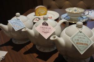 コーヒーはポットで提供される。 カップ2杯相当で700円