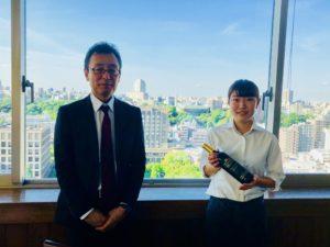 森の風店長の影山さん(写真左)。学生アルバイトの川瀬理子さん(写真右)