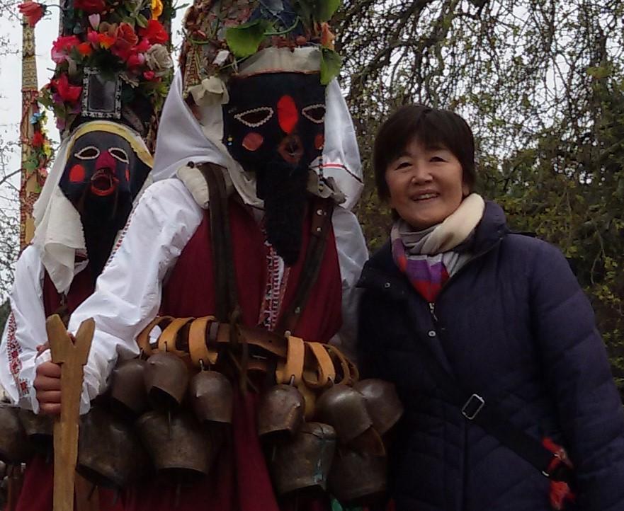 ヴァルナカーニバルでの小林文子さん(一番右 2019年4月13日撮影)