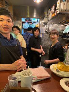 中央にいるのが高師雅一さん、右が元店長の高橋忍さん
