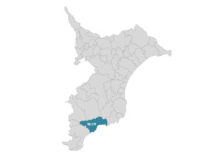 地図中、青く塗り潰された箇所が鴨川市の場所。