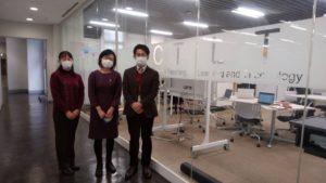 左から、大学総合研究センターの助教 阿部真由美さん、講師 蒋妍さん、副所長 森田裕介さん