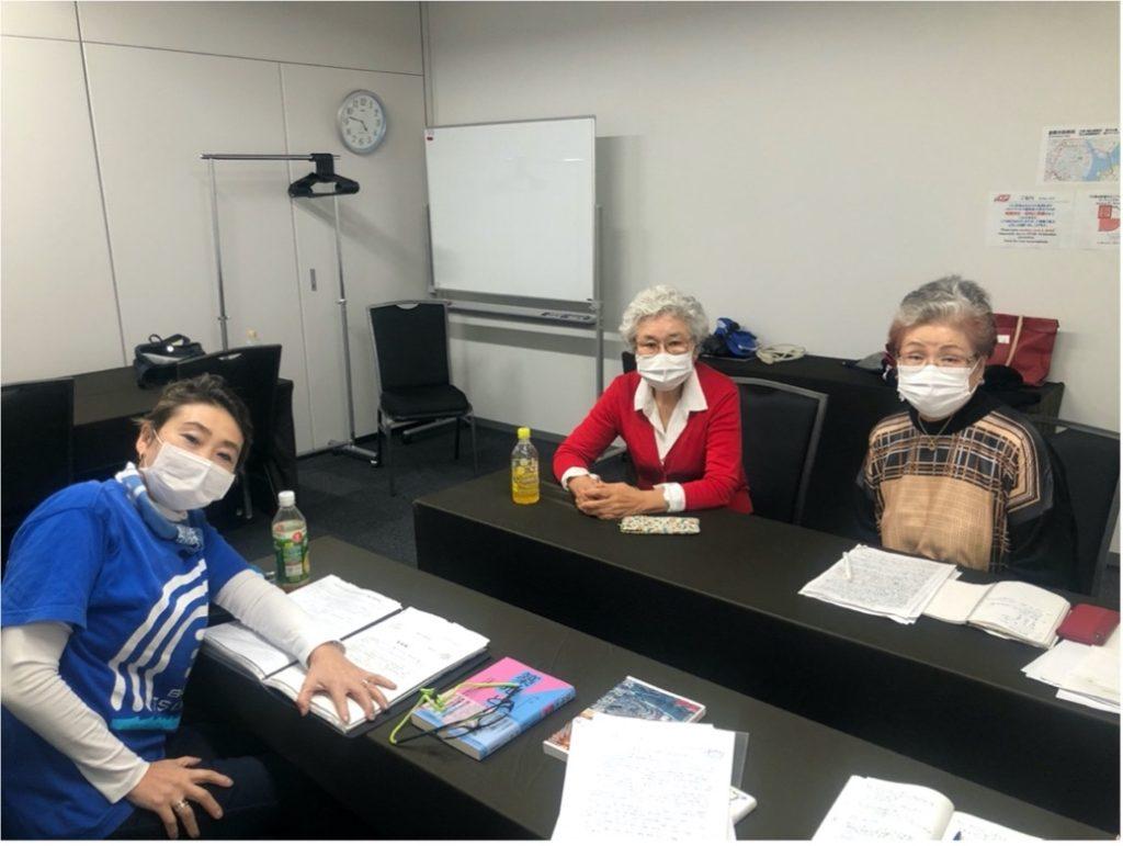 左から鈴木理英子さん、山口タイさん、新井眞沙子さん