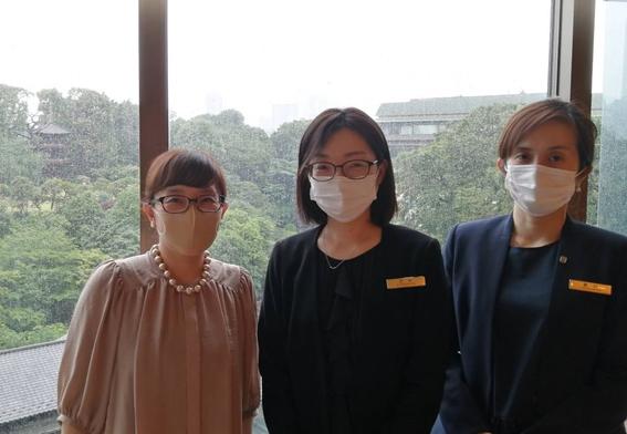 左から眞田さん、武村さん、島村さん=2021年5月27日、西部悠大撮影