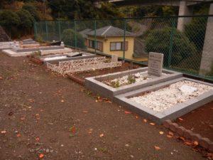 清水霊園イスラーム墓地内の大人用墓地=2017年11月20日、筆者撮影