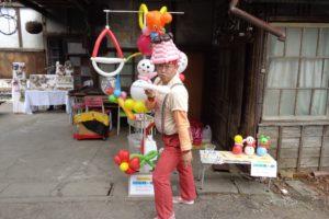 写真10 よりみち市で再会した技人・おちゃっぴいほりこしさん(著者撮影)
